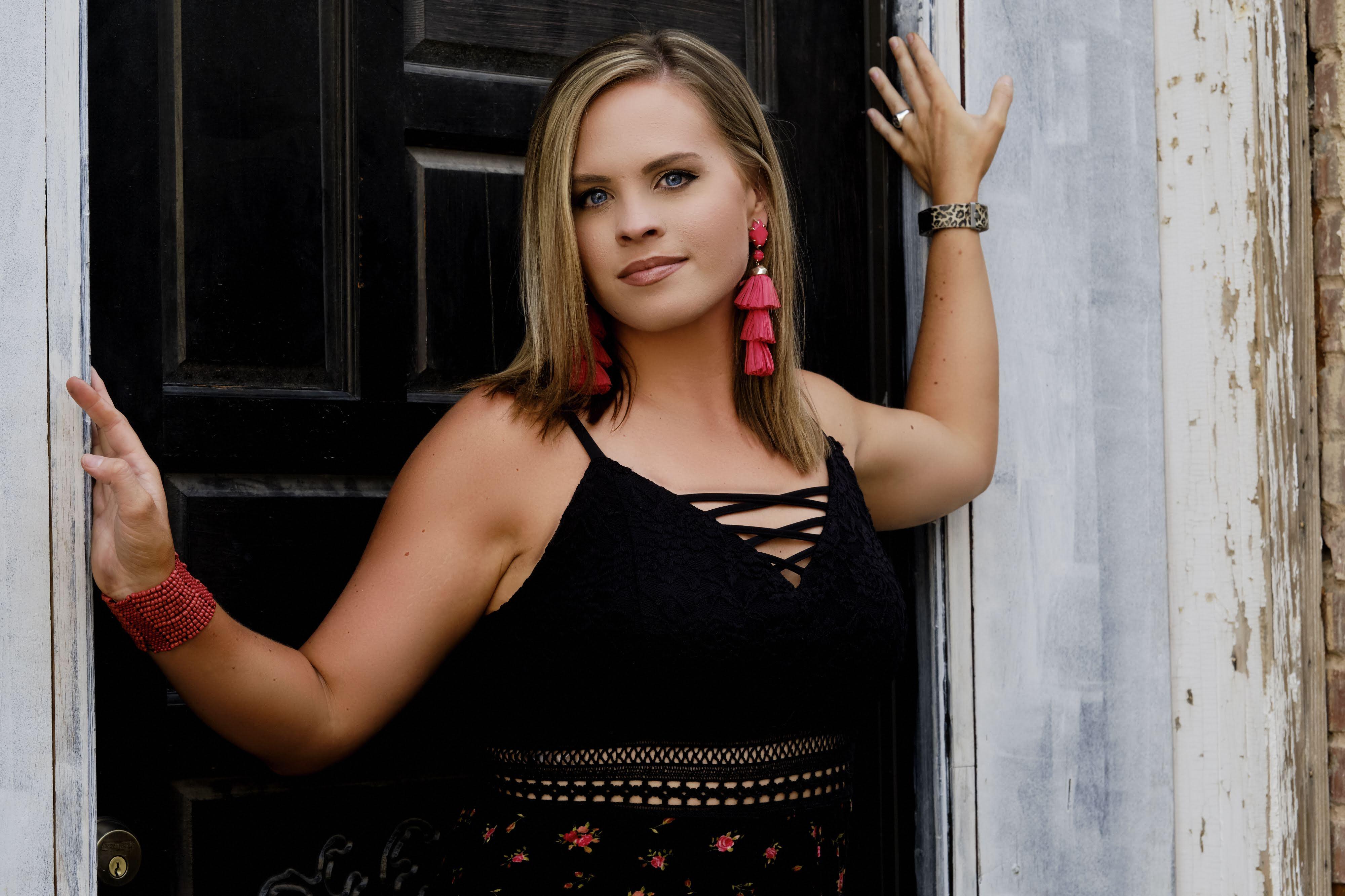 Holly Tucker 1